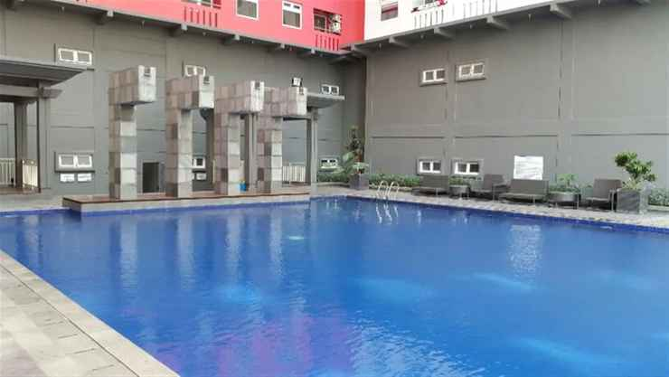 SWIMMING_POOL Homey 1BR with Spacious Living Room and Sofa Bed Green Pramuka Apartment