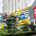 EXTERIOR_BUILDING Pool View 2BR with Sofa Bed Bassura City Apartment