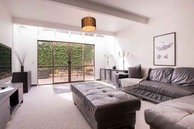 Modern 4 Bedroom Family Home With Pool In Auckland Auckland Auckland