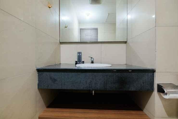 BATHROOM New Furnished 2BR Pasar Baru Mansion Apartment