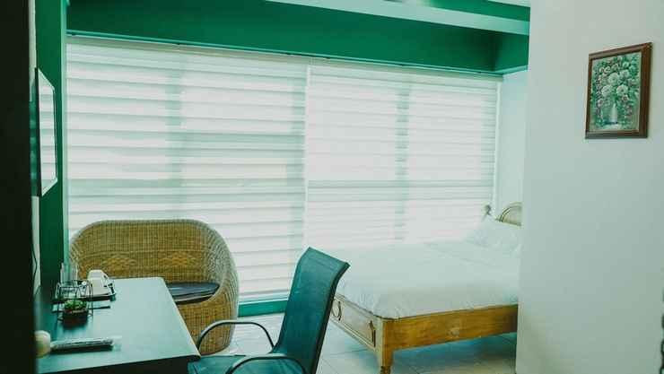 BEDROOM 2428 Suites