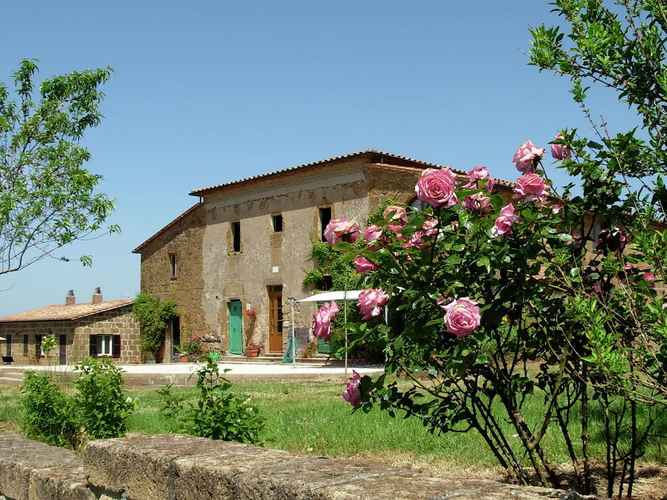 EXTERIOR_BUILDING Farmhouse in Sorano With Swimming Pool, Terrace, Barbecue