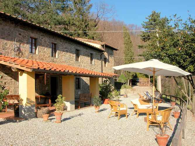 COMMON_SPACE Beautiful Cottage in Pescia With Jacuzzi