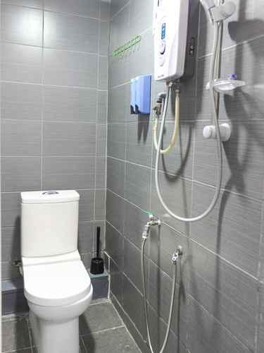 BATHROOM SPOT ON 89832 Famili Inn Ombak Rindu