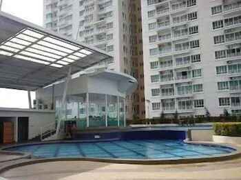SWIMMING_POOL YYK 1Borneo Condominium