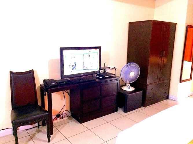 BEDROOM Studio Robinsons Place Manila Rpr1