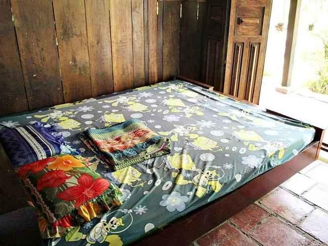BEDROOM Homestay thanh bình ở giữa vườn cây ăn quả - Phòng có nhà vệ sinh công cộng