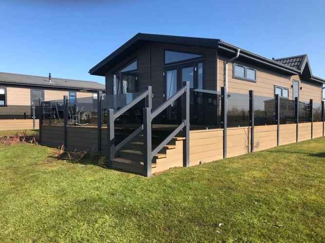 EXTERIOR_BUILDING Contemporary 2-bed Lodge in Berwick-upon-tweed