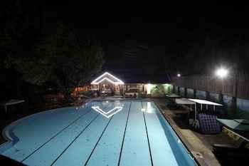 SWIMMING_POOL Woodland Hotel