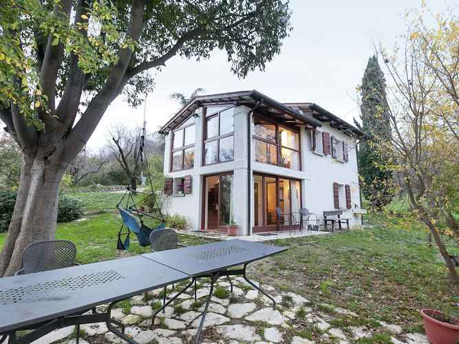 EXTERIOR_BUILDING Luxurious Cottage in Vò With Garden