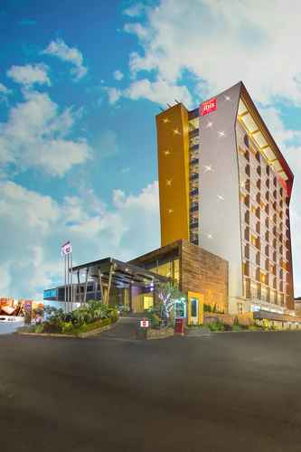 EXTERIOR_BUILDING ibis Padang Hotel