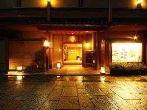 Exterior Arashiyama Onsen Saishiki No Yado Hanaikada