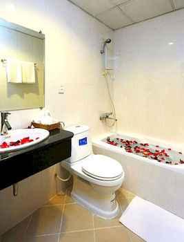 Bathroom Bloom Hotel