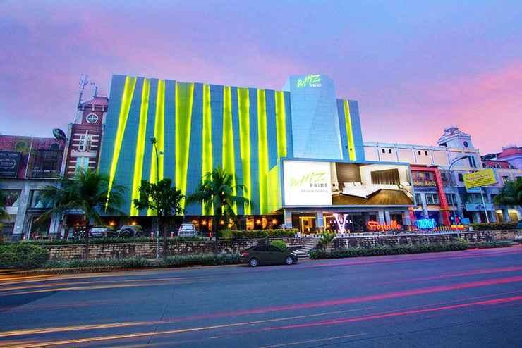 EXTERIOR_BUILDING Whiz Prime Hotel Kelapa Gading