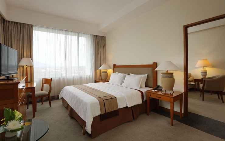Hotel Aryaduta Manado - Suite With Balcony