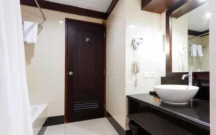 BATHROOM Pangeran Beach Hotel