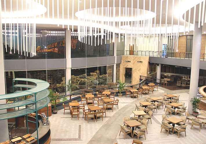 RESTAURANT Royal Safari Garden Resort  & Convention