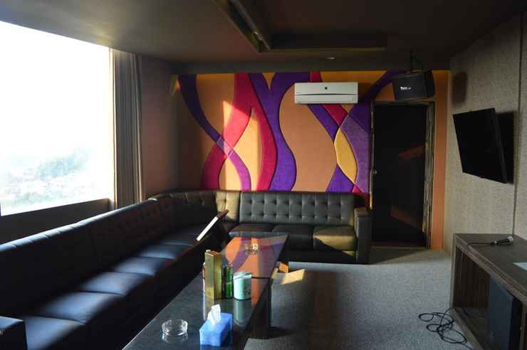 BAR_CAFE_LOUNGE Studio Inn & Suites Semarang