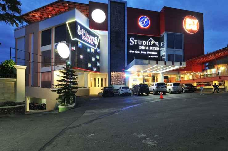 EXTERIOR_BUILDING Studio Inn & Suites Semarang