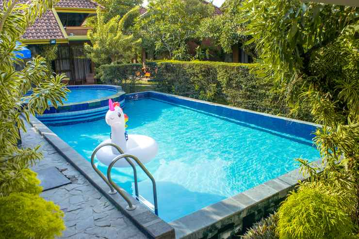 SWIMMING_POOL Rumput Hotel Resort & Resto