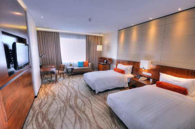 BEDROOM Gumaya Tower Hotel Semarang