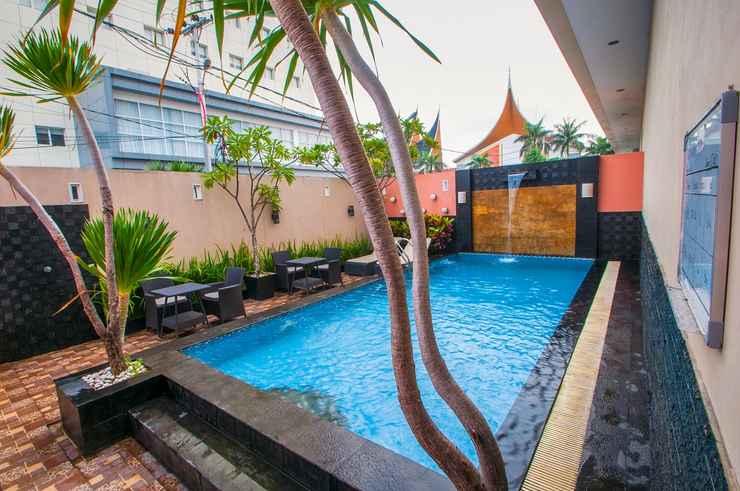 SWIMMING_POOL Daima Hotel Padang