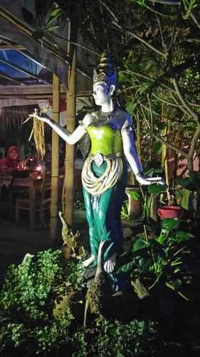 LOBBY Sriya Cafe & Homestay