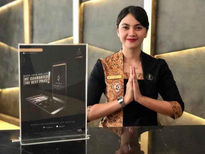 LOBBY Grand Edge Hotel Semarang