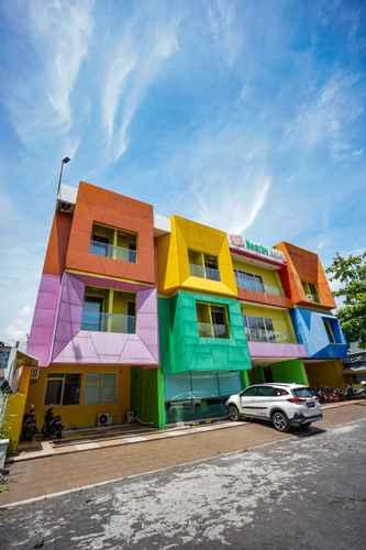 EXTERIOR_BUILDING De Nearby Hotel Manado