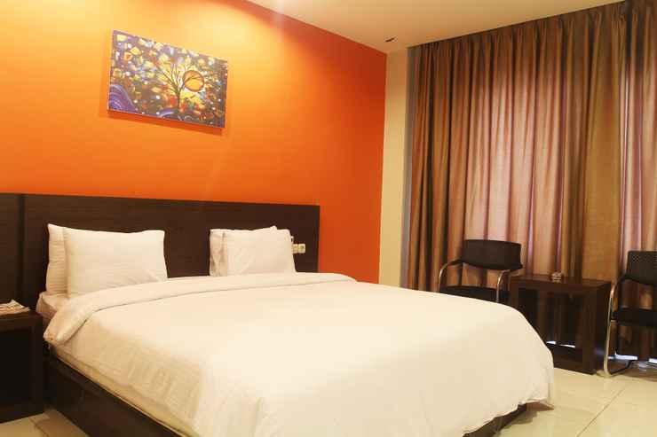 BEDROOM Grand Praba Hotel