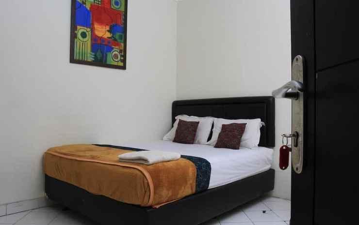 Bantal Guling Guesthouse Gatsu Bandung - Double Standard AC - Share Bathroom