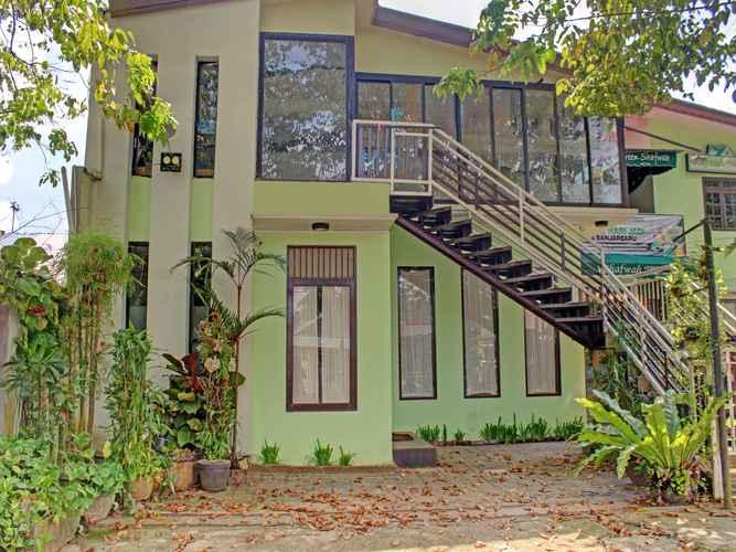 EXTERIOR_BUILDING OYO 90357 Shafwah Guesthouse Syariah