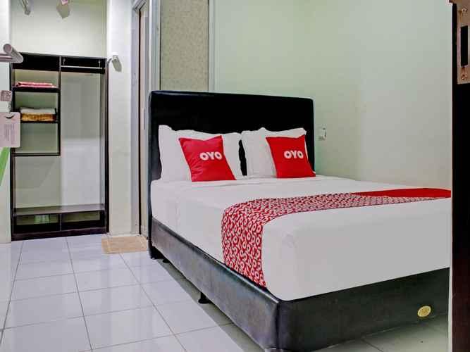 BEDROOM OYO 90357 Shafwah Guesthouse Syariah