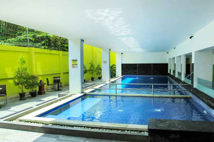SWIMMING_POOL Zest Hotel Yogyakarta