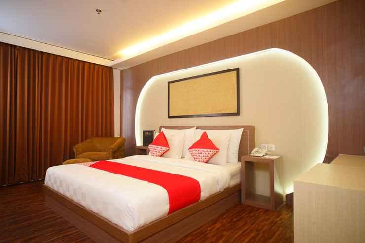 BEDROOM Capital O 166 Hotel Princess