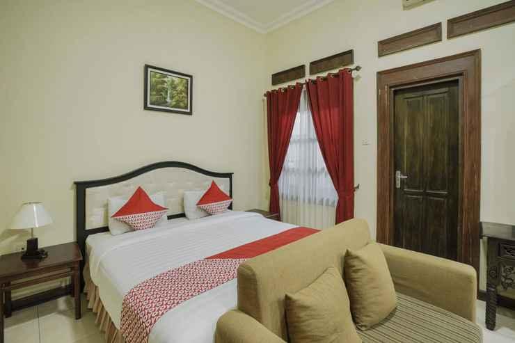 BEDROOM OYO 804 Ndalem Maharani Guest House