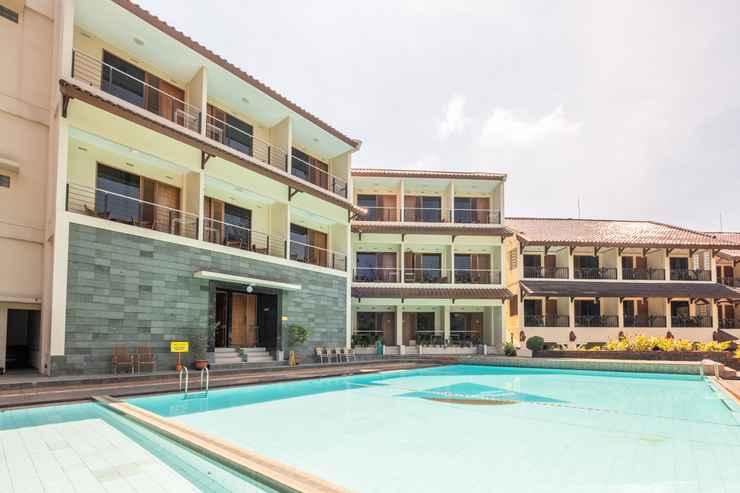 SWIMMING_POOL Capital O 1256 Sangga Buana Resort & Convention Hotel