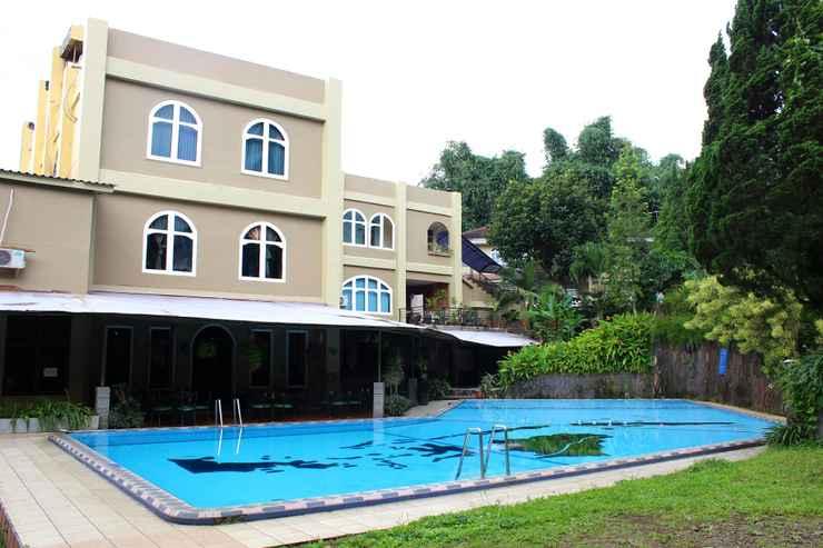 SWIMMING_POOL Grand Prioritas Hotel