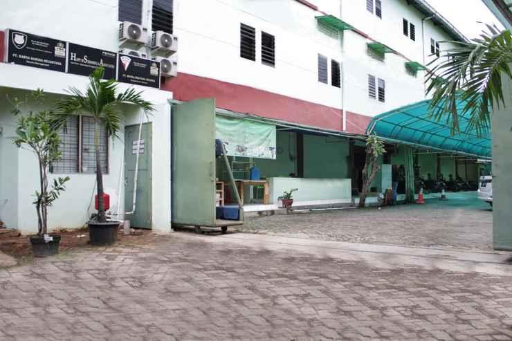 EXTERIOR_BUILDING OYO 145 Wisma Syariah Cmc Near RS ARIA SENTRA MEDIKA