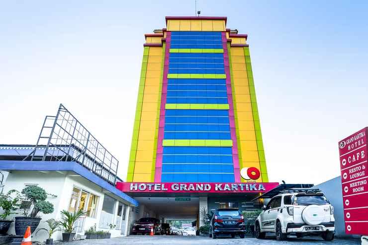 EXTERIOR_BUILDING Capital O 1083 Hotel Grand Kartika