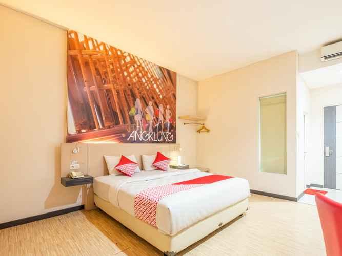 BEDROOM Capital O 1570 Hotel Promenade Cihampelas