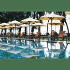 SWIMMING_POOL Lone Pine Hotel