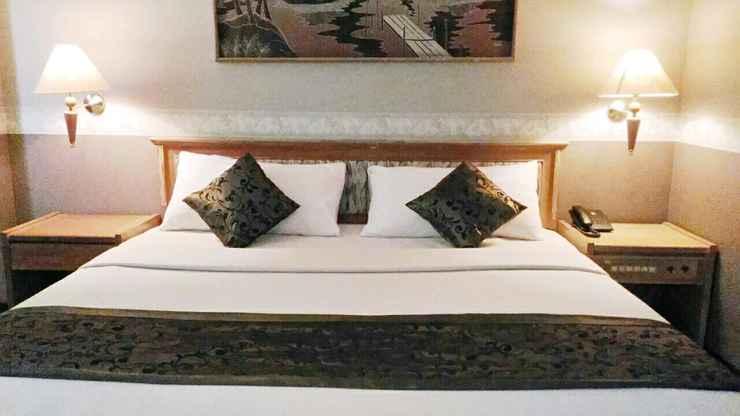 BEDROOM Surya Asia Hotel