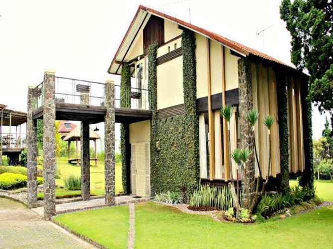 EXTERIOR_BUILDING De Villa Istana Bunga by HouseinBandung