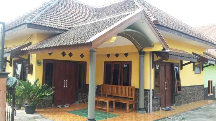 EXTERIOR_BUILDING Homestay Rizqi