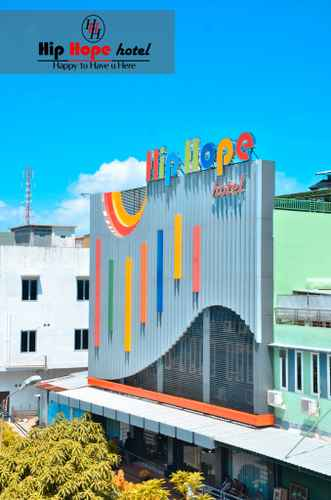 EXTERIOR_BUILDING Hip Hope Hotel