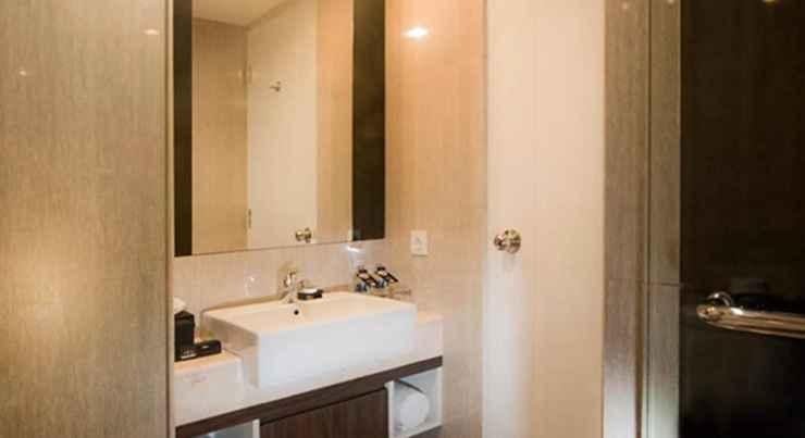 BATHROOM Hotel Neo Mangga Dua by ASTON