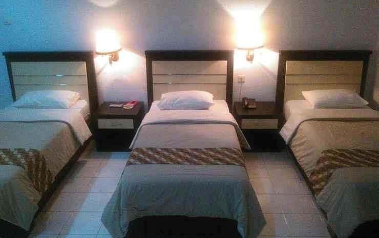 Paiton Resort Hotel 1 Probolinggo - Standard Triple Bed