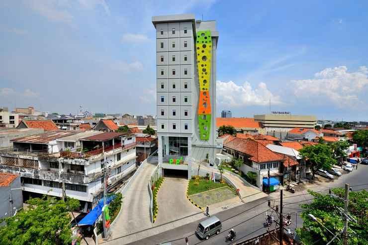 EXTERIOR_BUILDING POP! Hotel Stasiun Kota Surabaya