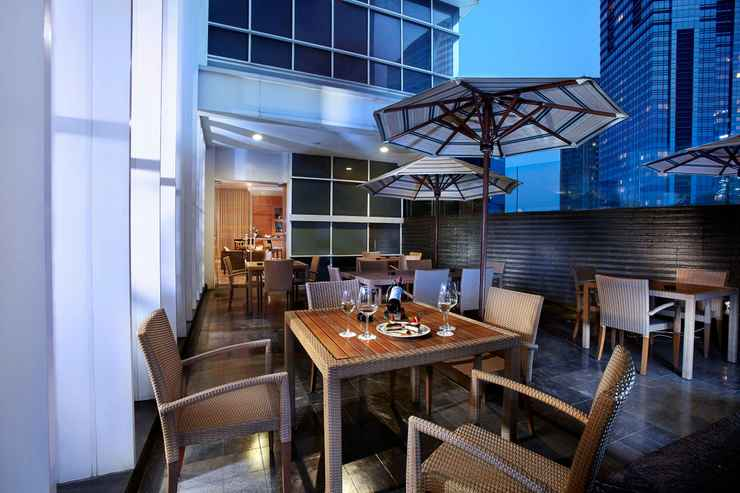 BAR_CAFE_LOUNGE Oakwood Premier Cozmo Jakarta